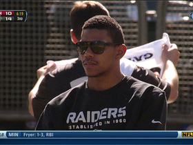 Video - Oakland Raiders quarterback Terrelle Pryor finds his way on the field