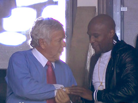 Video - Floyd Mayweather shares a moment with New England Patriots owner Robert Kraft