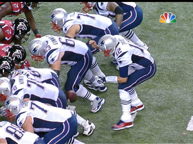 Video - New England Patriots quarterback Tom Brady drops snap