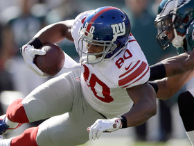 Video - New York Giants wide receiver Victor Cruz gets both feet in