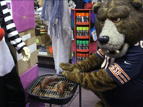 Video - Chicago Bears mascot, 'Staley Da Bear,' scares fans at costume store
