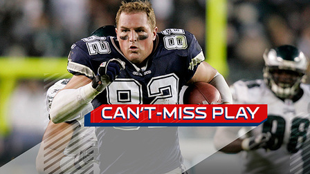 can t miss play jason witten loses helmet still races past eagles