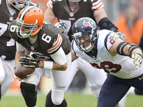 Wk 11 Can't-Miss Play: Hoyer trips, completes 30-yard pass