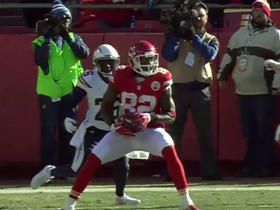 Bowe fumbles, Kelce recovers for an 11-yard touchdown