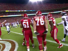 Chiefs Knile Davis with an 8-yard TD run