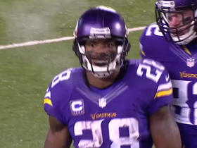 Adrian Peterson takes off for 39 yards