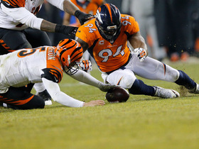 Broncos recover fumble to clinch playoff spot