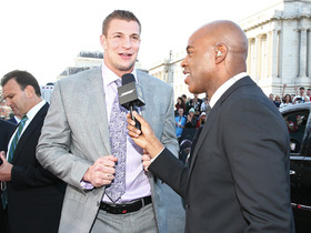 Watch: Gronk: 'I'm looking fresh in my suit...for all the fans'