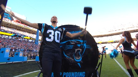 Curry pumps up Panthers fans