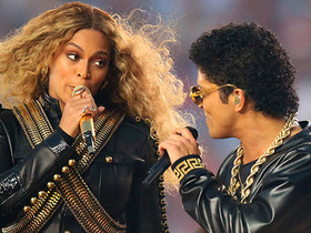 Watch: Bruno Mars and Beyonce crash the Super Bowl 50 Halftime Show
