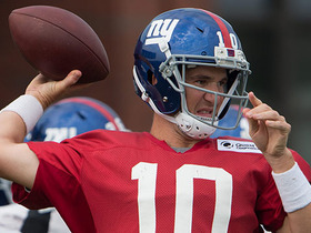 Watch: Eli does it all at Giants training camp