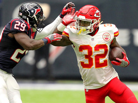 Watch: Spencer Ware rushes up the middle for 25 yards