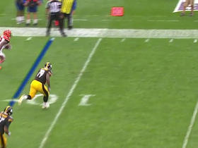 Jeremy Hill turns on the speed for a gain of 25 yards