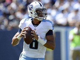 Mariota loses the ball on run, Irvin recovers