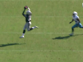 Derek Carr finds Clive Walford on 21-yard bootleg pass