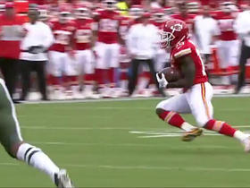 Watch: Tyreek Hill spins away from defenders for 13-yard gain