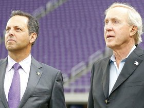 Watch: Vikings Legends Take In U.S. Bank Stadium's Opener