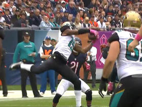 Allen Robinson makes leaping grab for 15-yard gain
