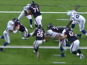 Lamar Miller picks up 14 yards on the ground