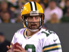 Rodgers strikes pass to Nelson for fourth-down conversion