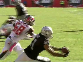 Carr finds Rivera for 7-yard TD