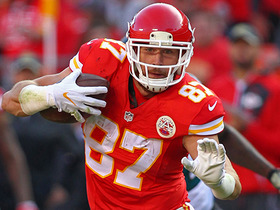 Foles faces blitz, lofts fade to Kelce for first down