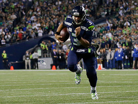 Russell Wilson shows his speed, scrambles for first down