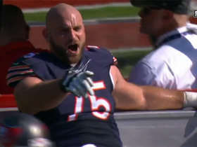 Kyle Long tries to fire up Bears as he leaves field on cart
