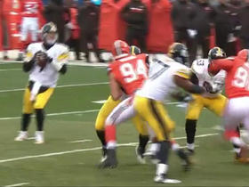 Ben Roethlisberger throws impressive diving side arm pass