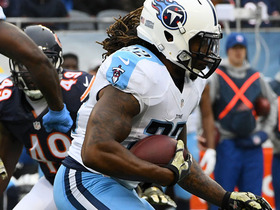 Derrick Henry sprints up the middle for 17-yard gain