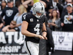 Carr injuries finger and heads to locker room
