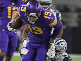 Thielen breaks tackle, gains 16 on screen pass