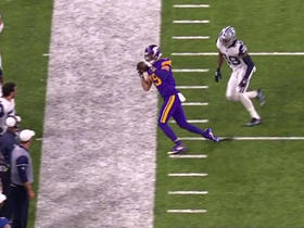 Thielen pulls in diving 18-yard reception on sideline