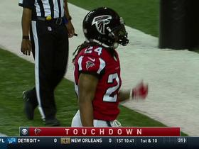 Watch: Devonta Freeman punches it in for a 1-yard TD