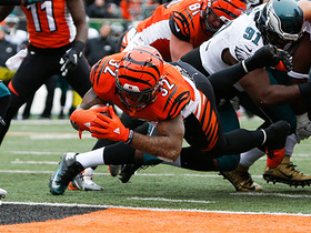 Watch: Jeremy Hill punches it in with extension for 2-yard TD