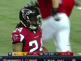 Watch: Devonta Freeman takes the ball for 16 yards on screen pass