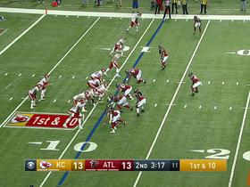 Spencer Ware escapes tackler for 14 yards on screen pass