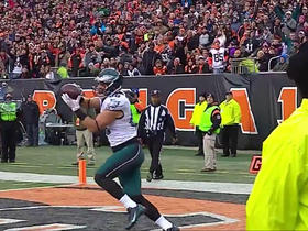 Watch: Carson Wentz finds Zach Ertz wide open for 13-yard TD