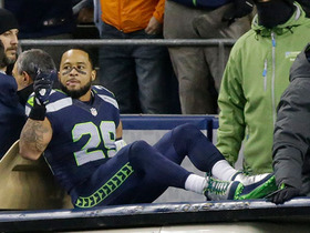 Watch: Earl Thomas injured on the play, carted to locker room