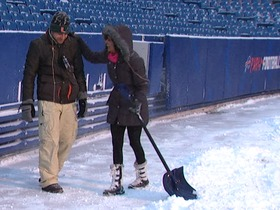Watch: The NFL Network crew has fun playing in the snow