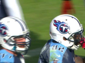 Marcus Mariota picks up fumble, finds Delanie Walker for first down