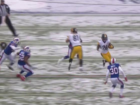 Le'Veon Bell evades multiple defenders for a gain of 12 yards