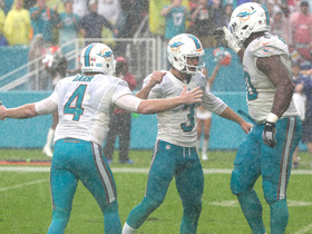 Andrew Franks nails 21-yard game winning field goal in the rain