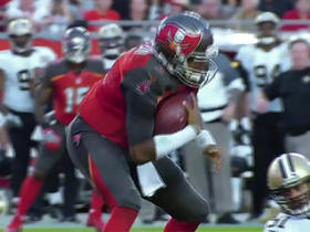 Jameis Winston sheds multiple defenders for a gain of 3 yards