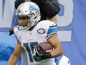 Golden Tate hangs on after big hit for 24 yards