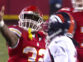 Spencer Ware bulldozes defender on 18-yard run