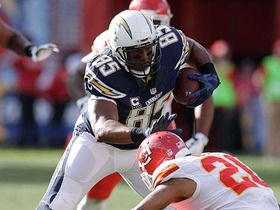 Antonio Gates pulls in 23-yard reception