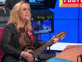Melissa Etheridge performs a love song for Alex Smith