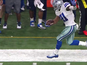 Watch: Ezekiel Elliott tip toes down the sideline for 8-yard gain