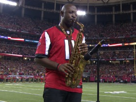 Watch: Mike Phillips plays National Anthem on saxophone before NFC Championship game
